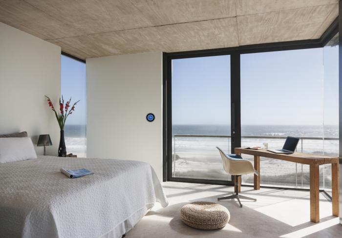 호텔에 왓슨 어시스턴트를 적용하면 온도 조절, 식사 메뉴 추천, 조명 켜기 등에 활용할 수 있다.